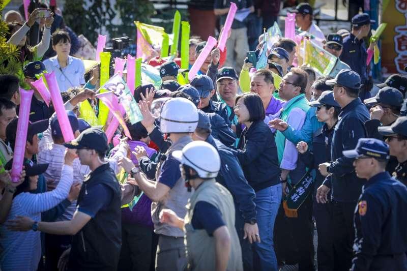 20200106-總統蔡英文6日開始進行全台大掃街,並從故鄉屏東楓港出發,一路向北前進。(蔡英文競選連任辦公室提供)