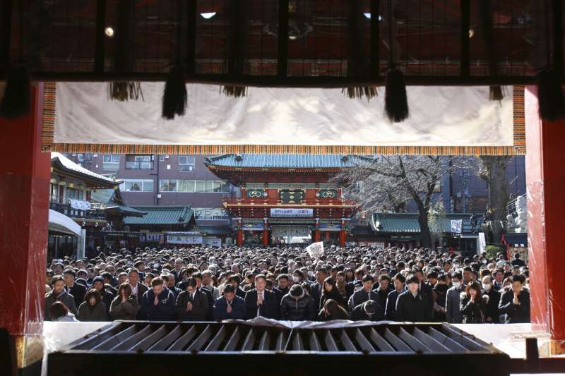 日本東京神田神社的參拜人潮。(美聯社)