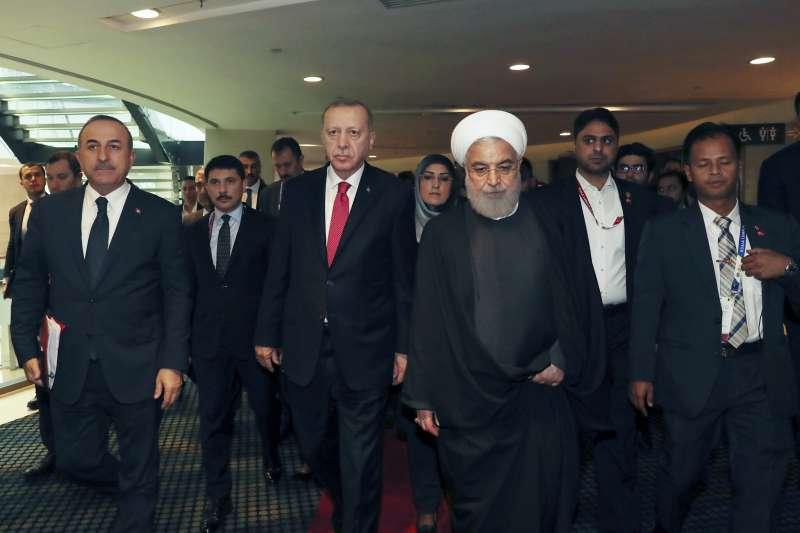 伊朗總統魯哈尼(中右)與土耳其總統艾爾多安(中左)出席馬來西亞吉隆坡峰會(資料照,AP)