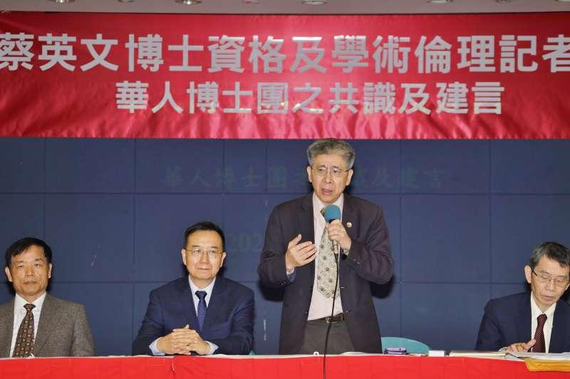 20200108-華人博士團8日召開「蔡總統博士論文門及學術倫理」記者會,召集人郭書祥發言。(盧逸峰攝)