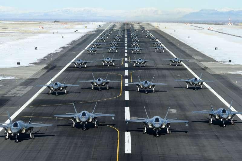 2020年1月6日,美國空軍進行52架F-35戰機聯合演習,並讓所有飛機進行「大象走路」同步滑行(https://twitter.com/388fw)