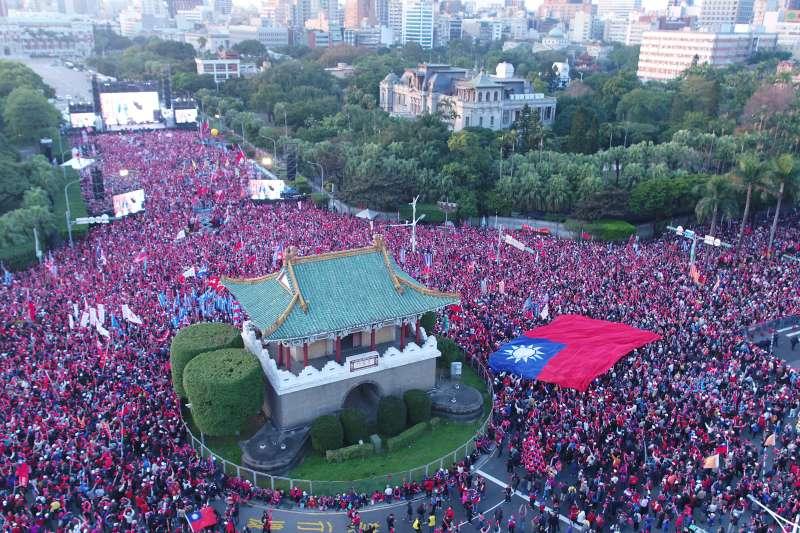 國民黨9日於凱道舉辦總統候選人韓國瑜造勢大會,在活動開始前,現場已宣布突破10萬人。(韓國瑜競選辦公室提供)