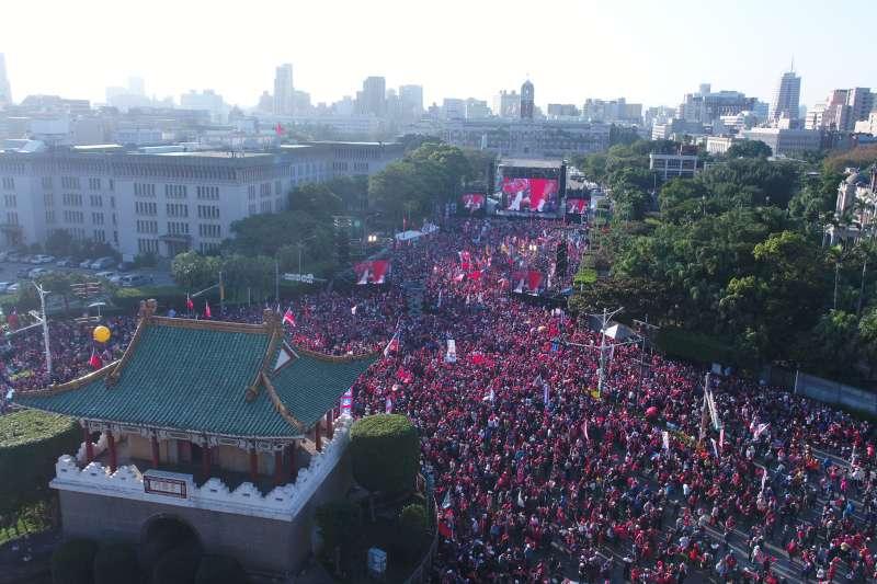 20200109-國民黨9日於凱道舉辦總統候選人韓國瑜造勢大會,在活動開始前,現場已宣布突破10萬人。(韓國瑜競選辦公室提供)