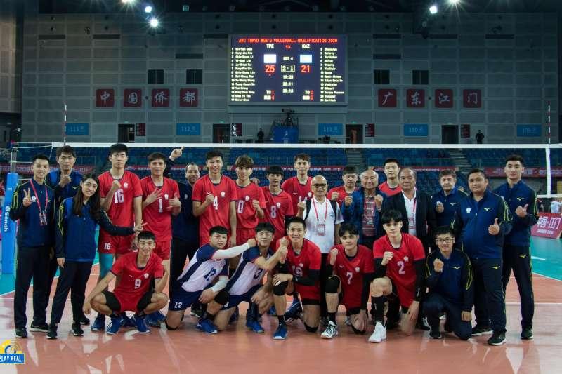中華男排在奧運資格賽擊敗哈薩克拿下首勝。(PLAY REAL提供)