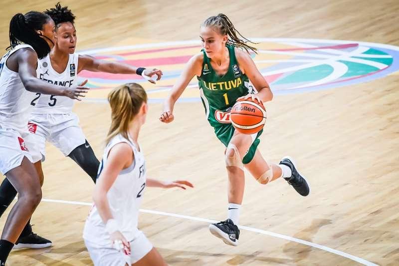 立陶宛喬絲特(右)13歲就入選成人國家隊,被視為歐洲籃壇新星。(AP)