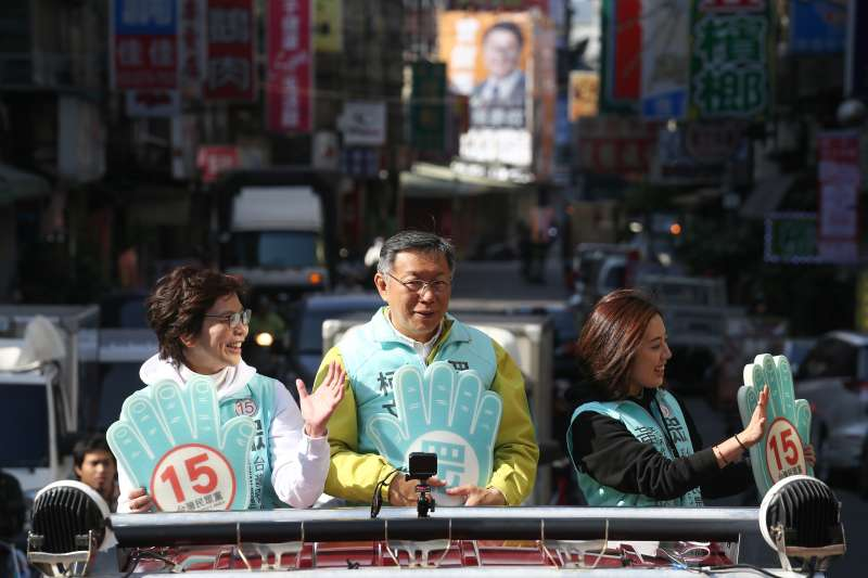 20200109-台灣民眾黨主席柯文哲偕民眾黨立委提名人蔡壁如與黃瀞瑩新北市新莊車隊掃街。(陳品佑攝)