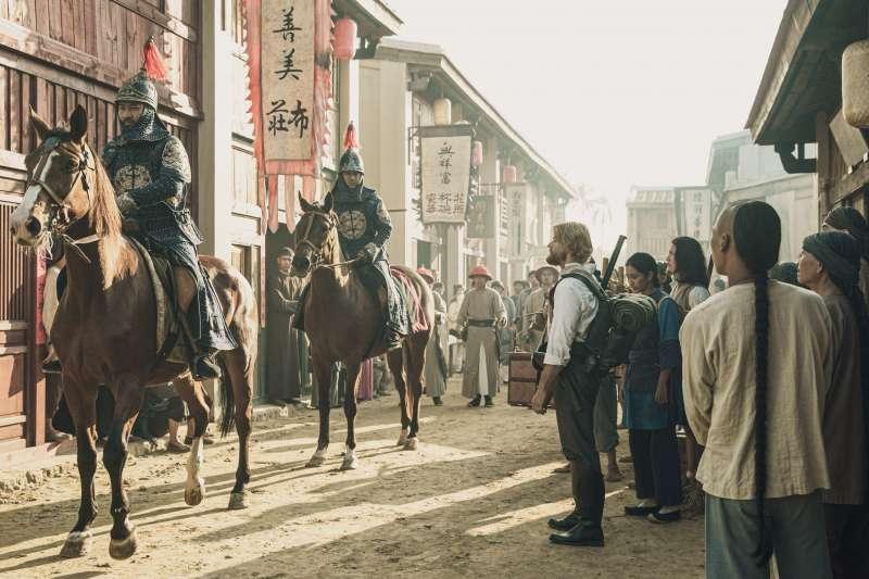 公視史詩旗艦劇《傀儡花》於日前正式殺青,為刻畫150年前福爾摩沙的樣貌,劇組耗資在台南打造場景。(公視提供)