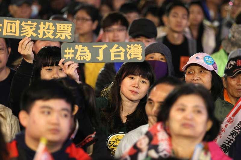 台灣居民的認同逐漸改變,認同台灣公民身份並堅定捍衛台灣主權的人愈來愈多。(資料照,AP)