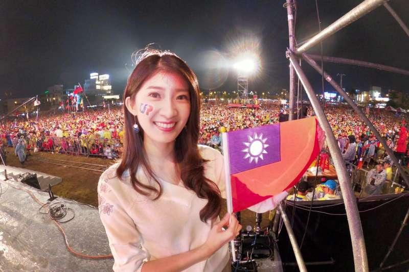 被稱為「北漂最正女主持人」的國民黨代表李明璇今(10)日在臉書貼出自製的挺韓影片,希望鼓勵更多年輕人在11日回家投票,勇敢支持國民黨總統候選人韓國瑜。(取自李明璇臉書)