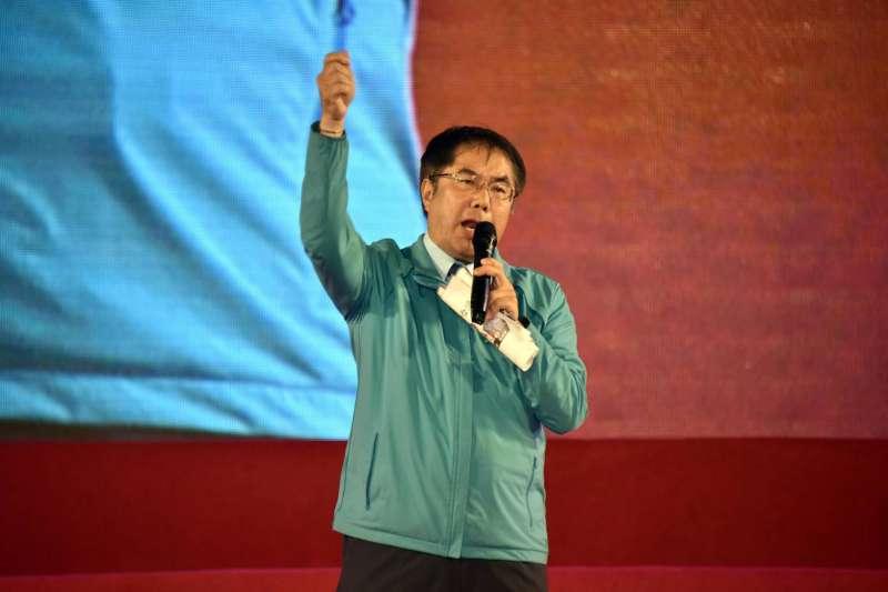 台南市長黃偉哲(見圖)10日在「光復高雄」晚會中,要求支持者讓國民黨總統候選人韓國瑜落選,讓他回來當市長。(蔡英文高雄競總提供)