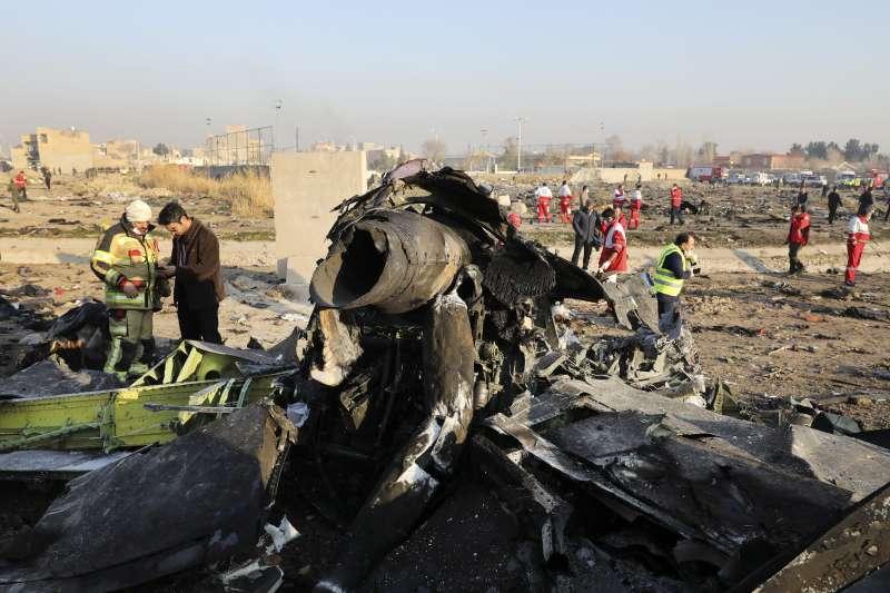 2020年1月8日,烏克蘭國際航空公司一架班機在伊朗首都德黑蘭近郊墜毀(AP)