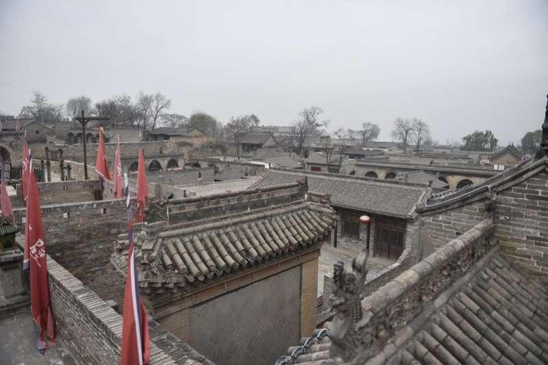 山西省介休市張壁古堡是北朝時期遺留下來的一個古村落,在被認養後不僅破損的古建築得到了修繕,而且成為一處4A級旅遊景區。(新華社)