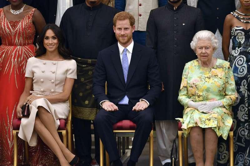 英國哈利王子(Prince Harry)與妻子梅根(Meghan Markle)陪同女王出席活動(AP)