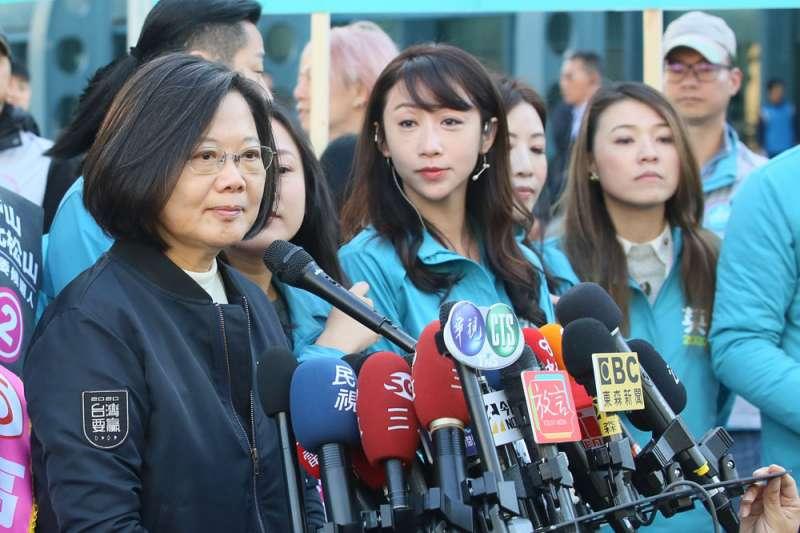中國對台灣發動的去主權化戰爭,不會因為蔡英文(左一)成功連任而休止。(柯承惠攝)