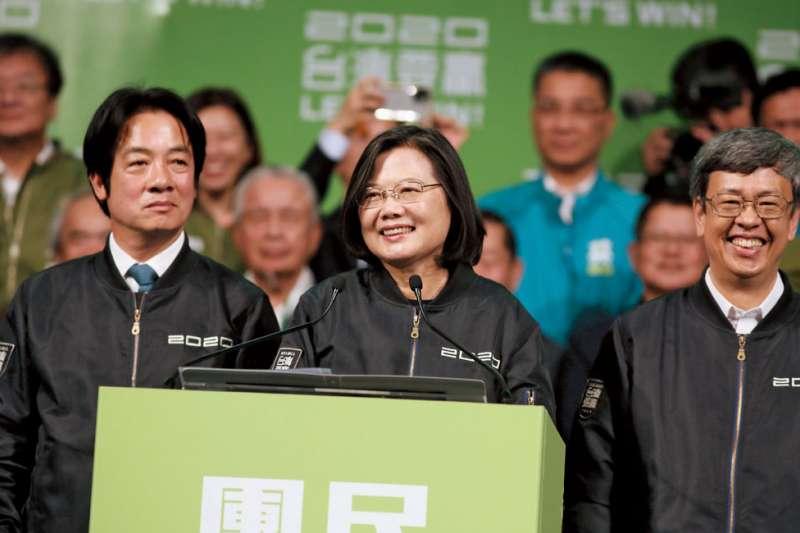 民進黨以「自由民主」為號成功在選舉得勝,面對中共統戰應台灣應守住民主,才能避免過度依賴中共而導致經濟不自主。(資料照,林瑞慶攝)