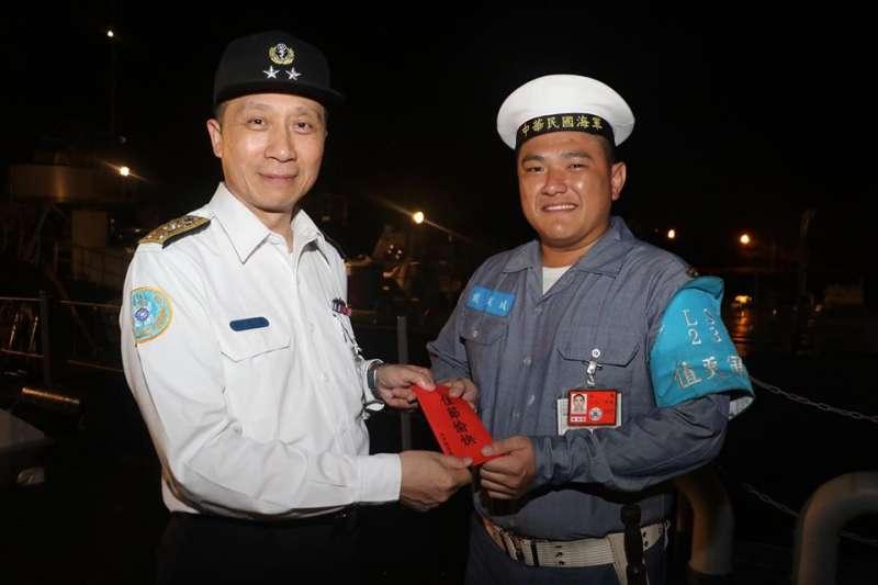 20200113-黑鷹失事後當日晚間,國防部就發布副總長執行官劉志斌(左)代理參謀總長的訊息。(取自海軍司令部臉書)