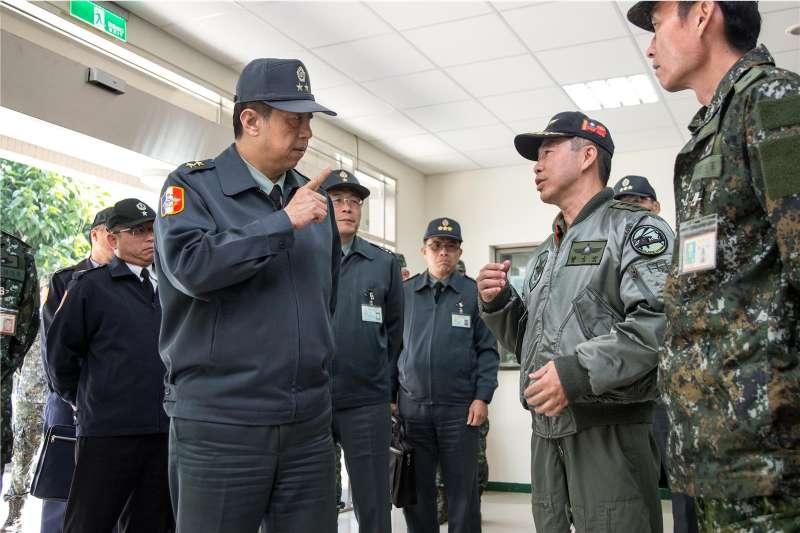 20200113-副總長陳曉明中將(左)傳將調任副總長執行官並晉升上將。(取自軍聞社)