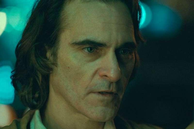 電影裡的「藍色月光」不僅有助於描繪夜晚場景,更能渲染悲傷、憂鬱或神秘等情緒(圖/IMDb)