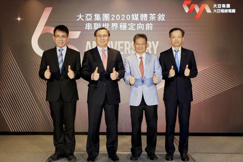 電纜商大亞集團董事長沈尚弘(左二)表示,風電海纜所需生產廠房腹地大、國內港口土地取得困難,評估後選擇暫緩投資離岸風電。(大亞提供)