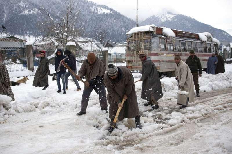 喀什米爾地區爆發雪崩。(美聯社)