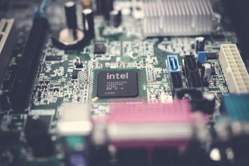 2019年,英特爾(Intel)超越三星(Samsung),重登全球半導體龍頭寶座。(圖/ pexels)