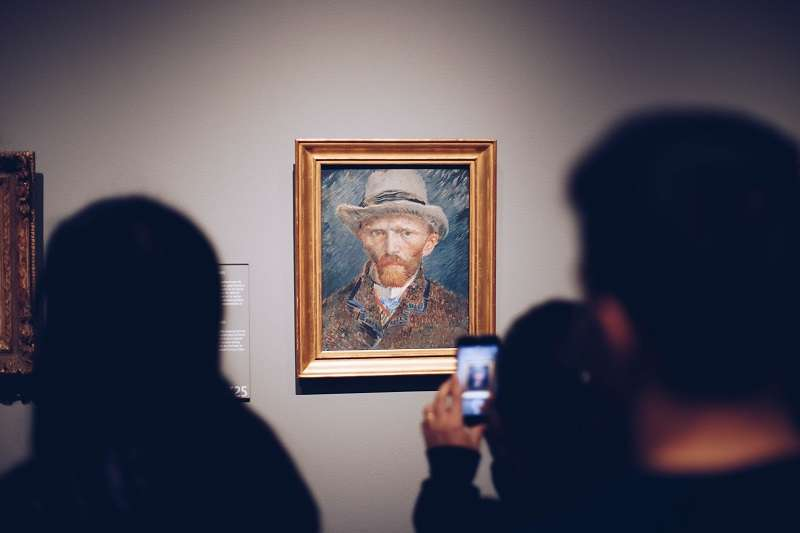 當時人們對精神疾病的瞭解仍然太少,而梵谷日後累積的藝術聲譽,又與他一生與精神疾病的搏鬥密不可分。(圖/unsplash)
