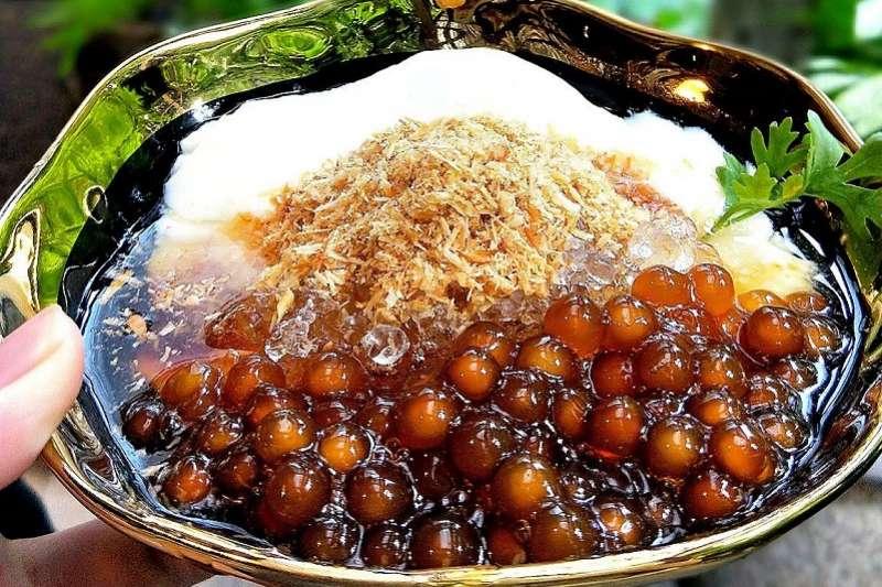 老闆從傳統的「台式潤餅」發想,將潤餅特色結合豆花。(圖/Menu美食誌)