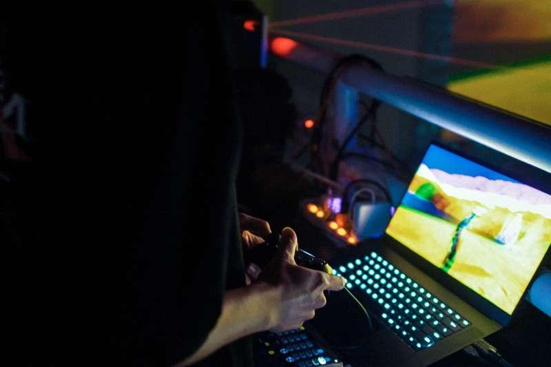 20200116-吉豐重工OSVI活動現場,VJ操作遊戲畫面。(吉豐重工提供)