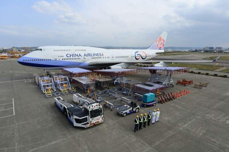 20200116-華航60周年彩繪機。(中華航空提供)