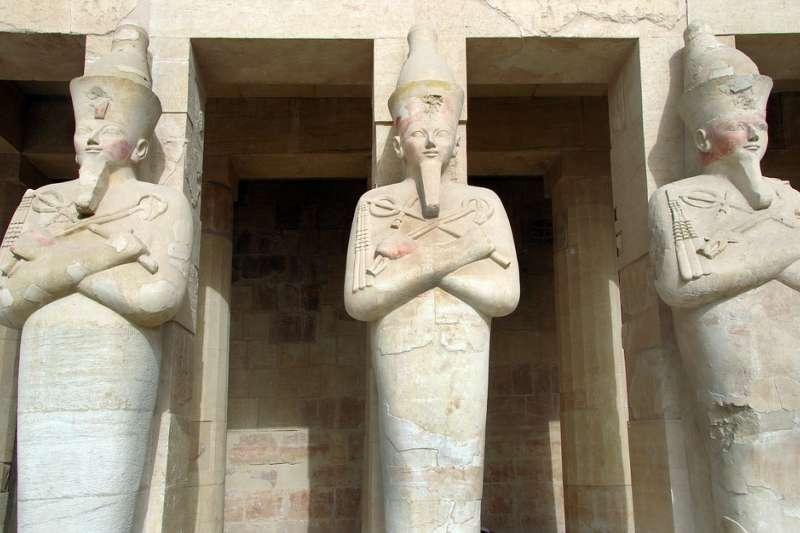 在埃及阿拉伯之春如火如荼之際,阿拜多斯的盜墓者們正準備動手。圖為埃及考古文明。(取自DEZALB@pixabay)