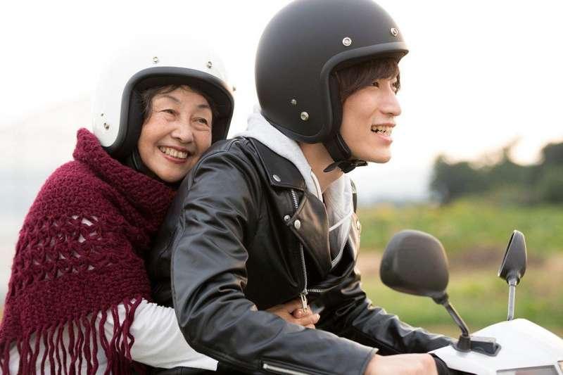 高齡化、少子化日趨嚴重,日本高齡就業人口達新高。(圖片來源:PIXTA)