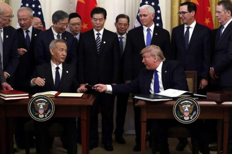 雖然中美簽下《第一階段貿易協議》但兩國的霸權爭奪戰還有更凌厲第三階段。(AP)
