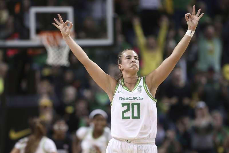 奧勒岡大學大三元製造機莎賓娜,有望成為WNBA選秀狀元。(AP)
