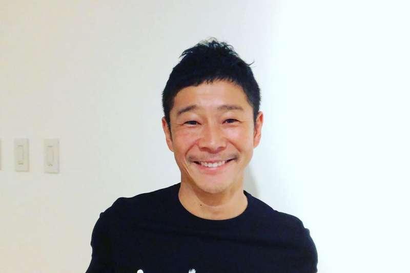 日本44歲億萬富豪前澤友作,日前參加Abema TV相親節目公開徵女友。(圖/ yusaku2020 @instagram)