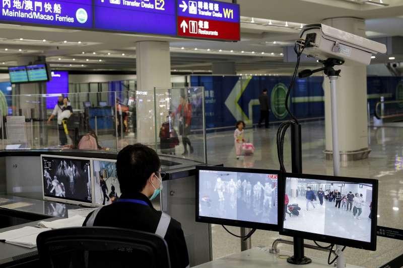 為防止武漢肺炎擴散,美國紐約、舊金山與洛杉磯三大機場17日起陸續開始對旅客檢測病毒。(AP)