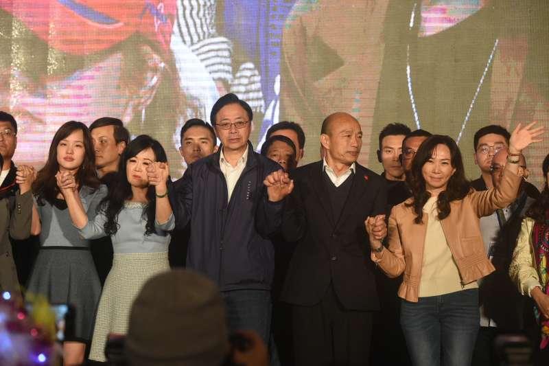 高雄市長韓國瑜參選2020總統大選鎩羽而歸,開票當晚,韓國瑜、張善政與競選團隊個個臉色凝重。(圖/徐炳文攝)