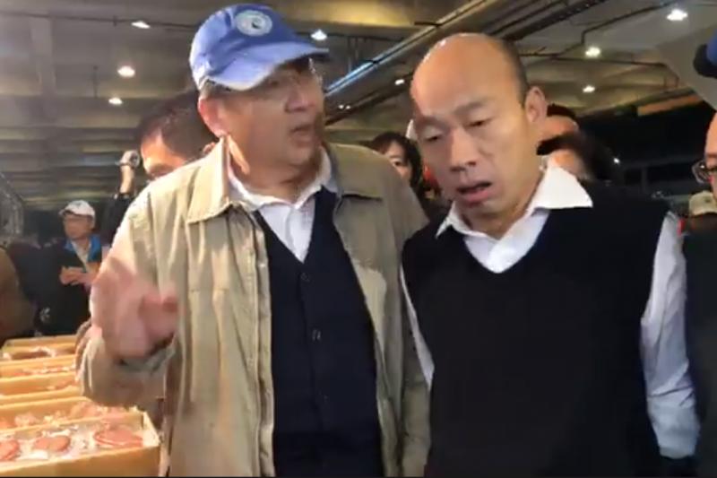 高雄市長韓國瑜(右)19日早起至市場視察。(截自韓國瑜臉書直播)