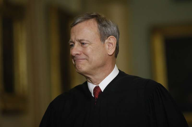 美國聯邦最高法院首席大法官羅伯茲轉投自由派,裁定路易斯安那州限制醫師執行墮胎手術的法律違憲。(美聯社)