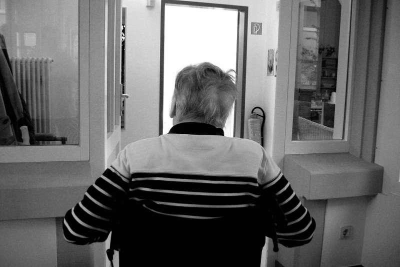 失智症是擴張迅速的公共衛生問題,全球每年至少新增千萬起病例,即平均每3秒增加1人。示意圖,與本文個案無關。(取自geralt@pixabay)