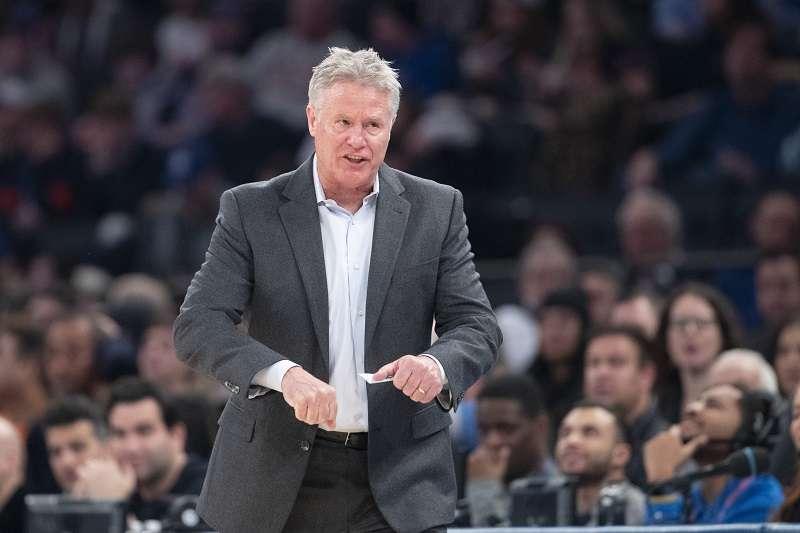 76人總教練布朗認為多數情況下偷暗號無法改變籃球場上的戰況,除了這個情況例外。(美聯社)