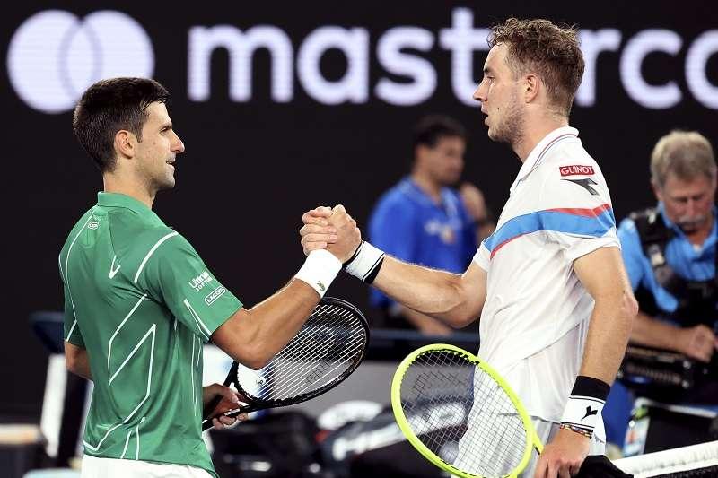 喬科維奇首輪就遭遇苦戰,最終仍有驚無險晉級澳網男單第二輪。(美聯社)