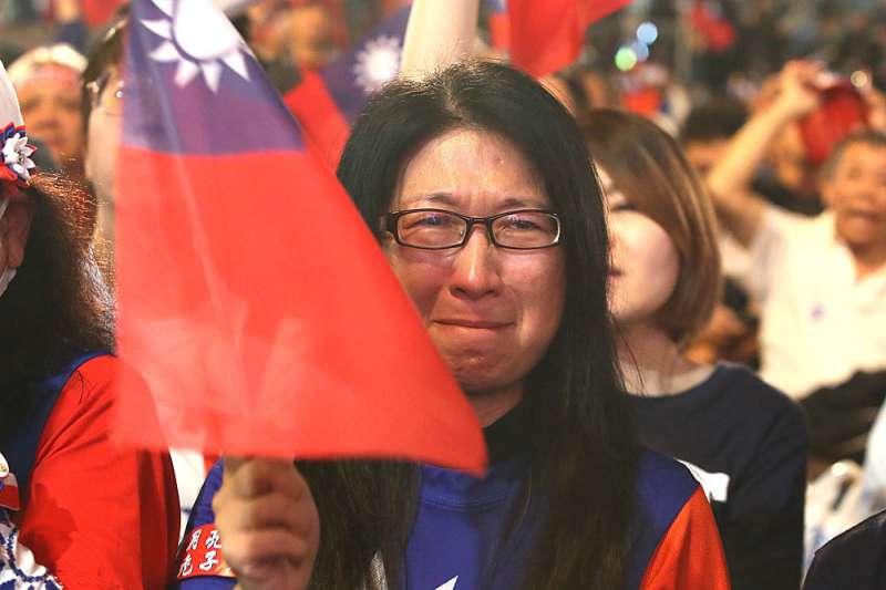 2020年總統大選結果揭曉,國民黨在總統及立委戰局慘敗,支持者落淚。國民黨下一步該怎麼走?(柯承惠攝)