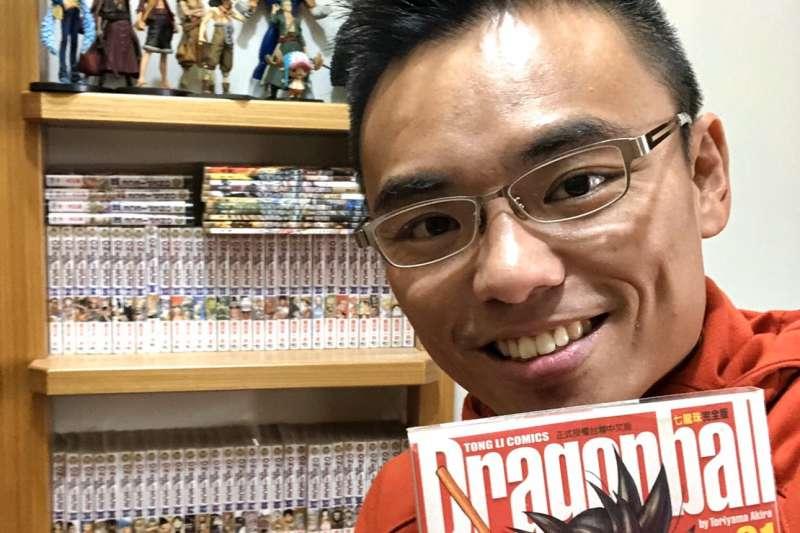 準國民黨新科立委洪孟楷,平常喜歡「宅在家」看DVD和小說、漫畫,收藏一整套的金庸小說與《幽遊白書》、《七龍珠》、《海賊王》系列漫畫,以及一些經典電影DVD。(洪孟楷提供)