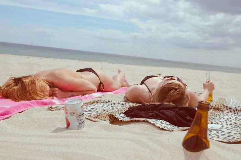 我們的身體如果有足夠的陽光照在皮膚上,就能夠合成維生素D。(圖/unsplash)