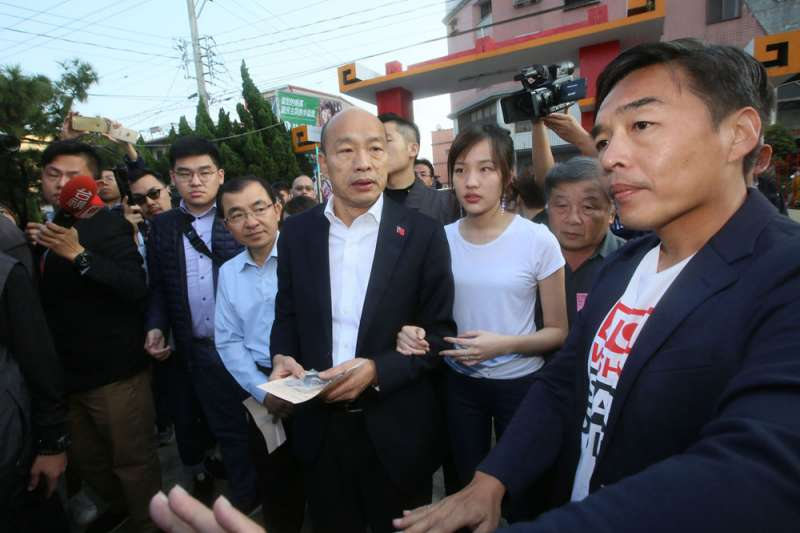 韓國瑜(中)拚完選舉還要拚罷免。(柯承惠攝)