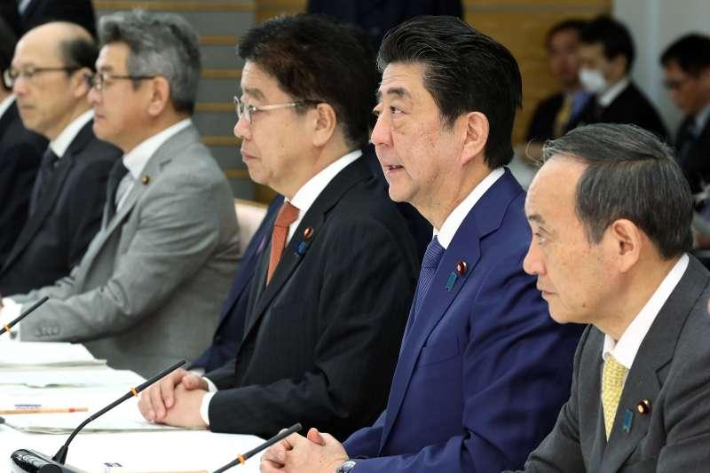 日本首相安倍晉三21日上午在首相官邸召開閣僚會議,討論武漢肺炎的處理對策。(日本首相官邸官網)