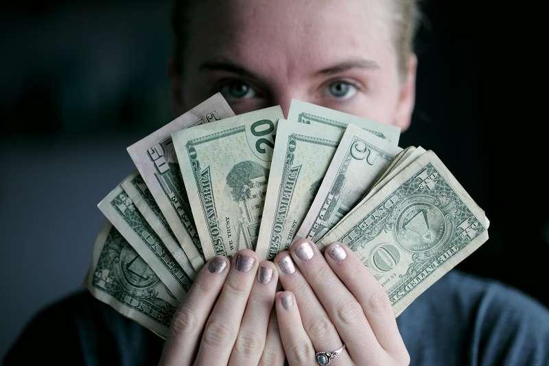 有些名人網紅經常會收到陌生男子提出的「要求」,比如,出價數千英鎊要和網紅「睡一覺」。圖片非當事人。(圖/unsplash)