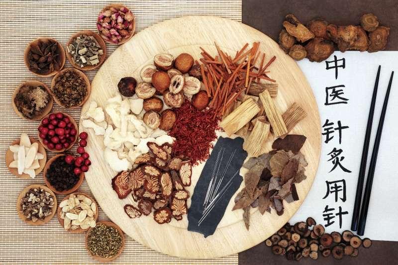 中醫認為,皮膚瘙癢和體質失調有關,要解決乾癢問題不能單靠外在保養,須由內在調理體質才能改善(圖/今周刊)