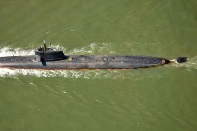 印度在2017年部署的「卡爾瓦里」級(Kalvari-class)柴電攻擊潛艦。(BBC中文網/AFP)