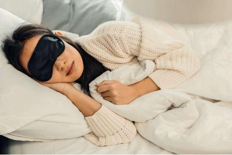 研究發現,每晚睡超過9個小時,可能會導致記憶力,與情節式的學習表現下降。(圖/Hello醫師)